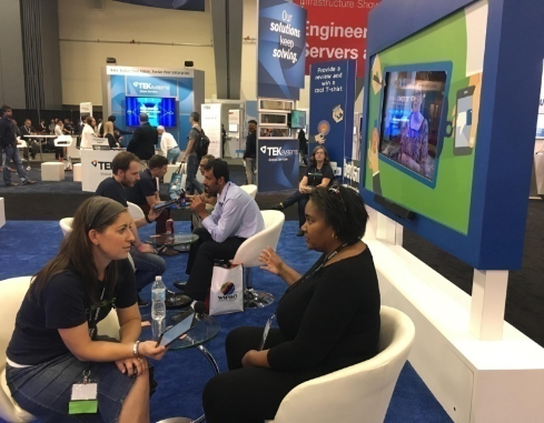"A ""review lounge"" makes it easy to get reviews that are thoughtful and in-depth. People at Oracle OpenWorld were more than happy share their feedback with us when they could relax in a cozy and comfortable space."